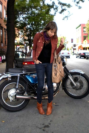 beige Makowsky purse - brown Steve Madden boots - blue skinny Uniqlo jeans
