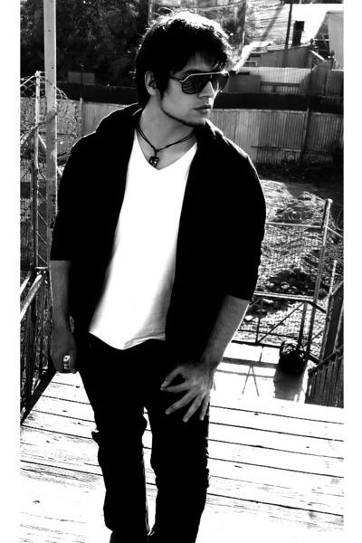 plain black index hoodie - Basement t-shirt