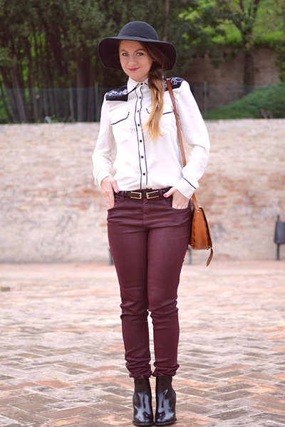 maroon Zara jeans - Glamorous blouse - Estarer accessories