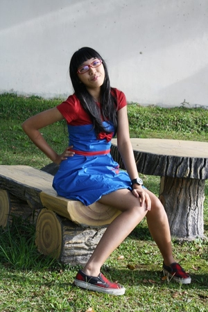 bgirl t-shirt - Gaudi dress - Cartier glasses - Vans shoes