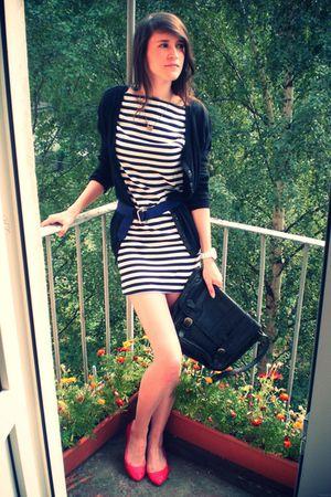 white TBOE dress - black GINA TRICOT cardigan - black vintage bag - red Stradiva