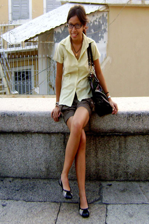 yellow folded n hung blouse - gray Bayo shorts - black Nine West shoes - black X