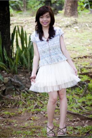 ivory tulle skirt - light blue tribal pattered top