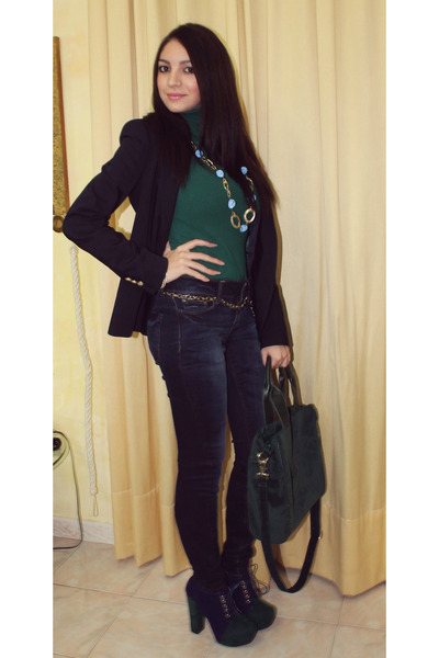 green t-shirt - shoes - jeans - navy jacket