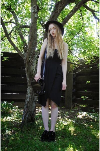 black creepers Underground shoes - black lindex dress