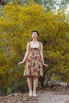 beige Lindy Bop dress - white Swedish Hasbeens clogs