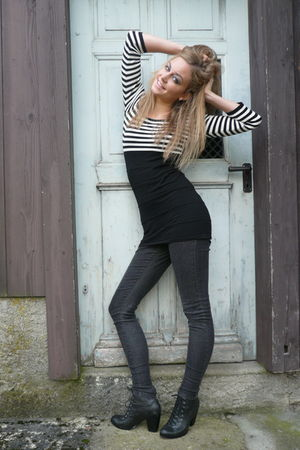 black Vero Moda jeans - black Urban Outfitters shoes - black Forever 21 cardigan