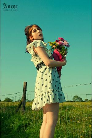 cream dotted Miss Selfridge dress - black black cut out jennyfer belt