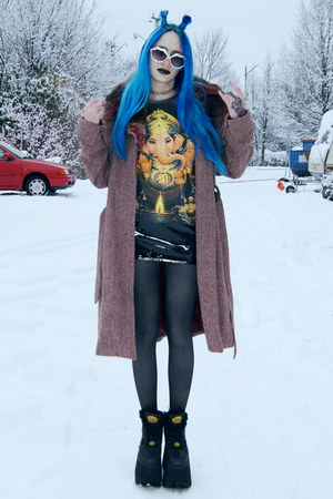 dark gray ganesha vintage shirt - black tower boots Buffalo boots