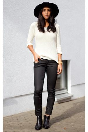 black vagabond boots - black Mavi jeans - black & other stories hat
