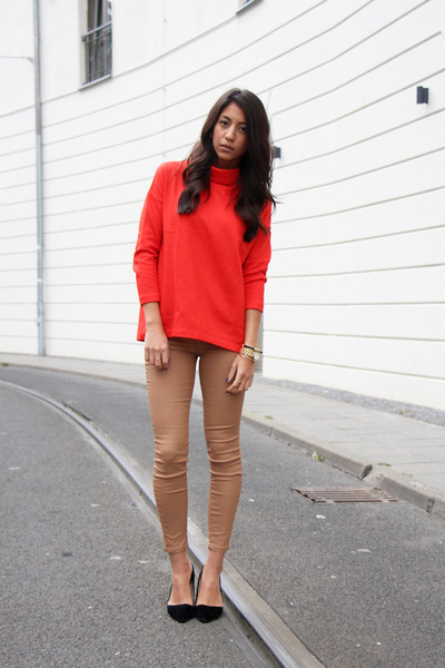 black Aldo heels - gold blush shop bracelet - nude Zara pants - red COS top