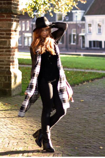 black tassel InVito boots - dark gray skinny Levis jeans