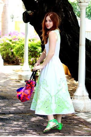 lime green embroidered asos dress - hot pink duffel asos bag