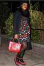Brick-red-asos-dress-black-sisley-coat-crimson-snood-fur-asos-scarf