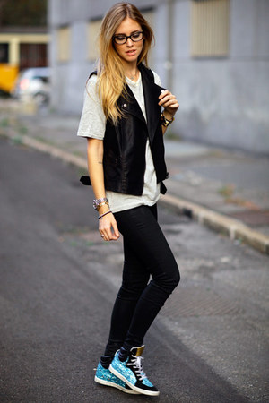 black vest - white t-shirt