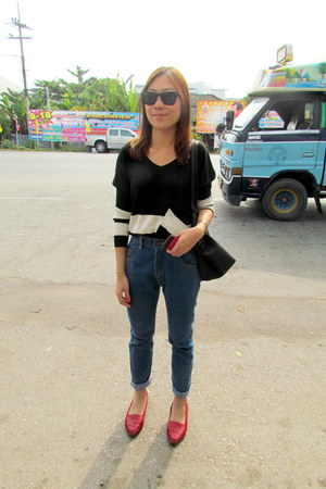 red shoes shoes - uncles jeans jeans - blouse - glasses