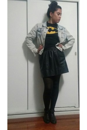black batman Hot Topic shirt - acid wash jacket - black leather skirt