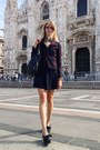 Black-carlo-pazolini-shoes-brick-red-les-marais-blazer-black-gucci-bag