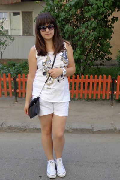 a0427957a8bf white H M shorts - ivory Converse shoes - black No namae bag
