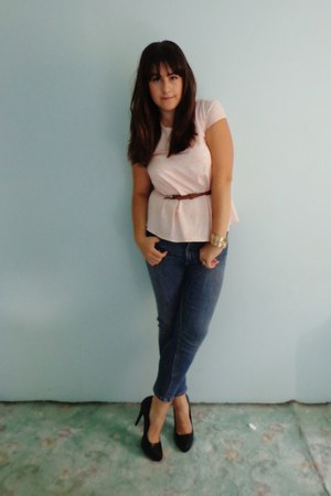 navy H&M jeans - peach H&M top - black no name heels - dark brown Bershka belt