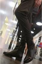 Black Cool Girl Paneled Ankle Boots