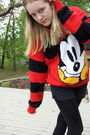 Red-mickey-mouse-sweater-black-soffe-shorts-black-american-eagle-leggings-
