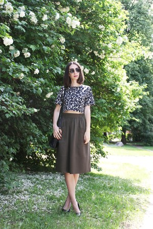 black H&M sunglasses - army green Zara skirt
