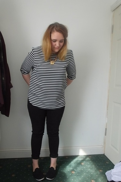 black next jeans - white striped new look top - gold lion head Ebay necklace