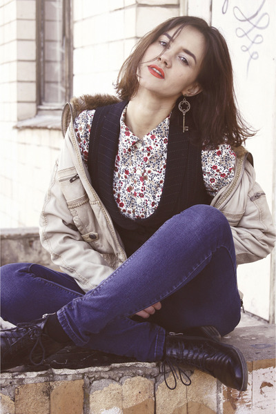 black boots - blue jeans - beige jacket - black vest - off white flower blouse