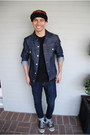 Navy-denim-levis-jacket-black-converse-shoes-black-sf-giants-new-era-hat
