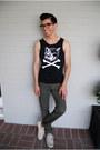 Warby-parker-glasses-levis-pants-vans-sneakers-nift-t-shirt