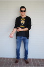 Crimson-deck-bass-shoes-black-detroit-cobras-shirt