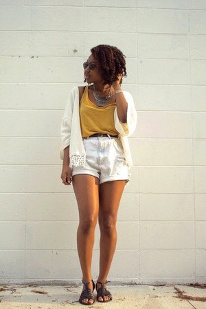 yellow H&M top