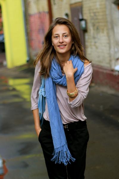 blue seppala bag - black reserved pants - beige H&M t-shirt - black Zara belt -