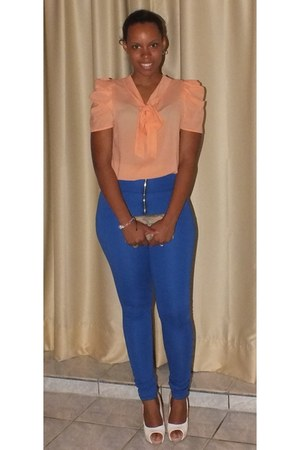 salmon blouse - nude shoes - blue high waisted pants - white ring - nude wallet