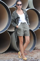 army green BLANCO shorts - mustard Zara shoes - army green Stradivarius jacket
