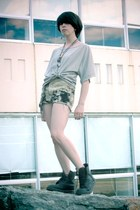beige tie-dyed crystallized vintage shorts - black leather Dr Martens boots