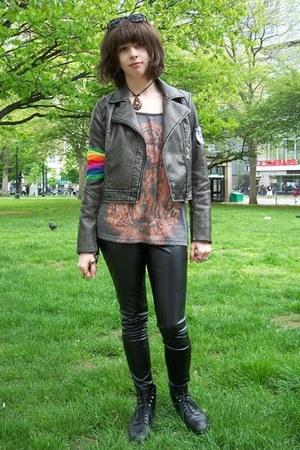 charcoal gray faux-leather xhilaration jacket - black wet look Forever 21 leggin
