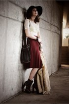 maroon pleated vintage skirt - dark brown Steve Madden boots - black Bebe hat