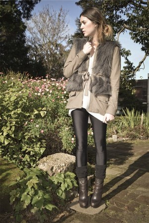 dark brown boots Steve Madden shoes - tan loeffler randall jacket - eggshell chu