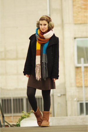 bronze Ugg boots - black Zara coat - gray tezenis tights