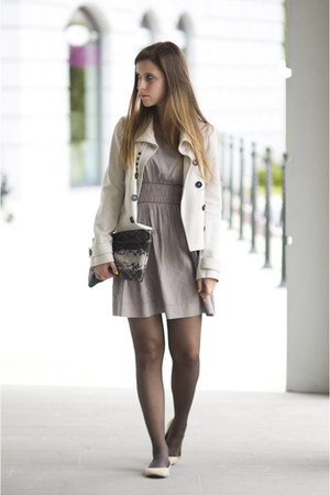 beige Only dress - off white Burberry jacket - camel Zara bag - camel H&M flats