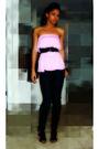 Pink-shirt-black-jeans-black-shoes-black-belt