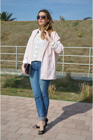 light pink Stradivarius blazer - blue BLANCO jeans - black Primark bag