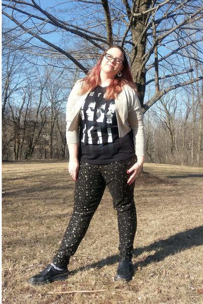 gold calvin klein sweater - black collectif pants - black metric t-shirt