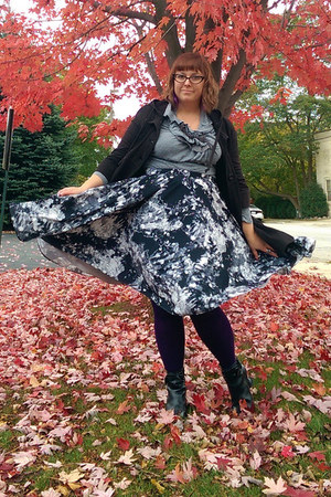 charcoal gray modcloth skirt - black Fluevog boots - black Old Navy hoodie