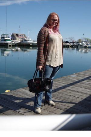 cream Roxy boots - black kensie bag - cream World Market top