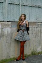 black vintage dress - brown vintage belt - black H&M cardigan - red vintage scar