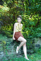 brown suede vintage shorts - yellow modcloth top - bronze vintage necklace