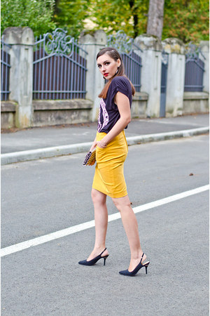 mustard H&M skirt - black H&M t-shirt - black Zara sandals